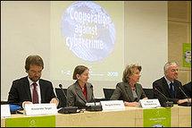 <b>Coopération entre les enquêteurs et les fournisseurs de services Internet :</b><br><br>